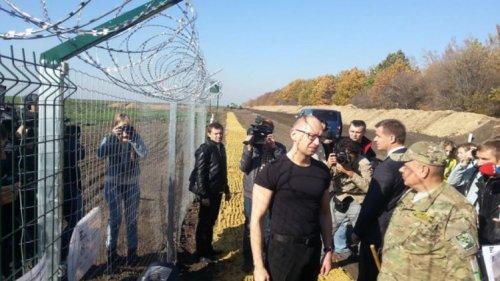 Взятки, приписки и обнал: как проект «Стена» утонул в криминале